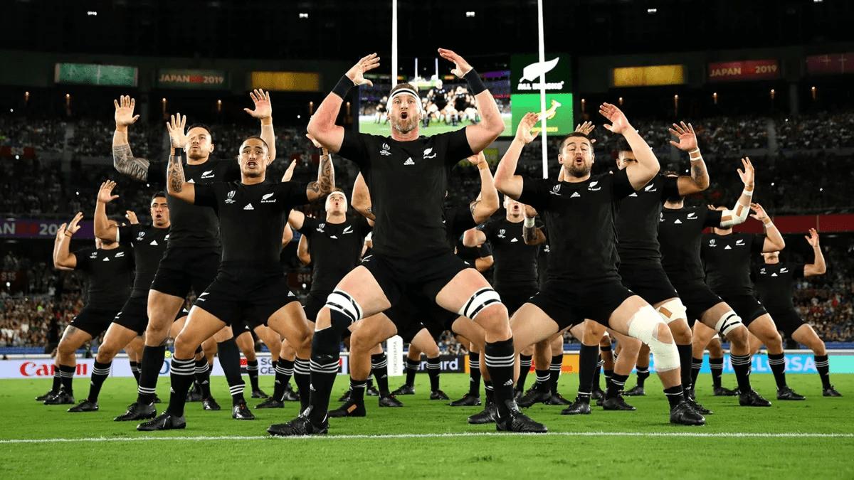 Сборная Новой Зеландии по регби исполняет «Хаку»
